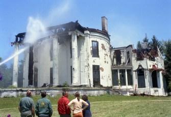 Livingston Fire Bells Pond Mansion May 1972 (1)