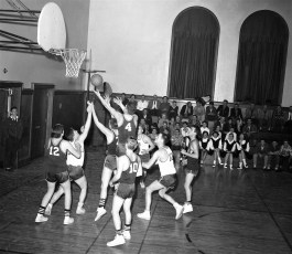GCS 1957 Basketball at home (5)