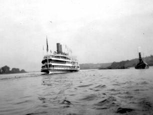 Hudson River Dayliner