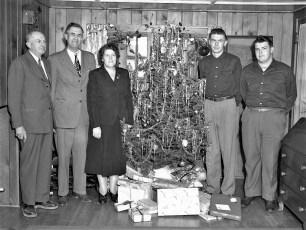 L Fingar Family Christmas 1949 (2)