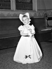 Marcia Latta flower girl at Reformed Ch 1950