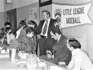 Elk's LL Awards Banquet with NY Yankee Mike Kekich 1972 (8)