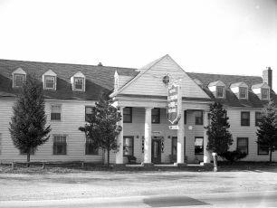 Clermont Inn 1950s (2)
