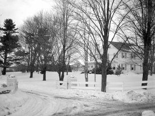 Gene Sarazen snow scenes of house 1950 (3)