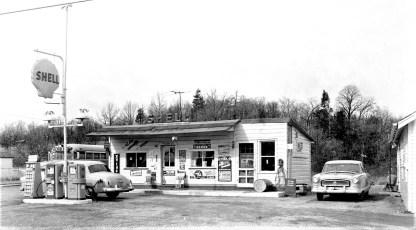 Van's Shell Station Rt. 9G G'town 1955