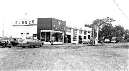 Mich's Blue Sunoco Station Rt. 9G G'town 1958 (1)