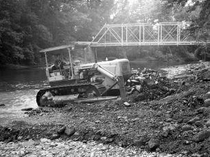 Red Miller bulldozing Roe Jan at Dales Bridge 1961 1