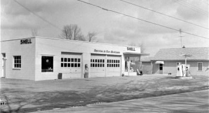 Van's Shell Station Rt. 9G G'town 1965