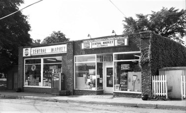 Central Market Madigan Family, Prop. Main St. G'town 1976 (1)