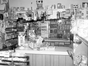 Central Market Madigan Family, Prop. Main St. G'town 1976 (2)