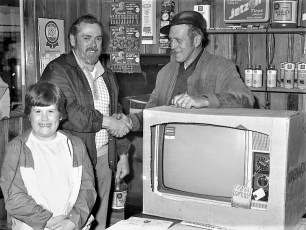 Johnny's Shell color TV winner Bob Cole & daughter Shannon G'town 1978