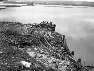 Rebuilding Cheviot Dock on the Hudson River G'town 1976 (1)