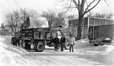 Market Street clearing snow Red Hook 1961 (1)