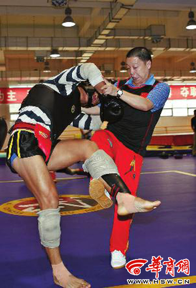 2011年,张根学带领中国散打队备战世界武术锦标赛 本报记者张杰摄