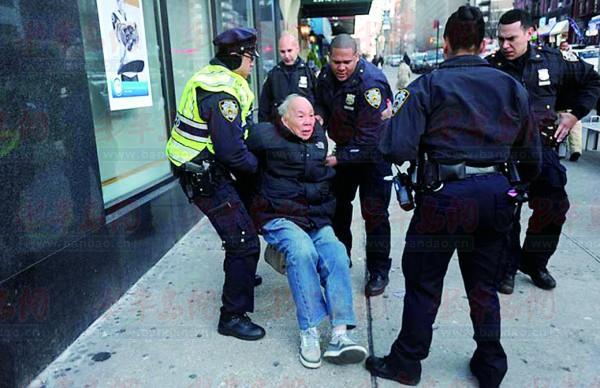 老人亂穿馬路,紐約警察真打(圖)-搜狐滾動