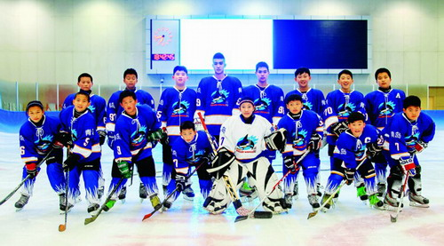 青少年冰球邀請賽青島開幕 冰球小子們爭好成績-搜狐體育