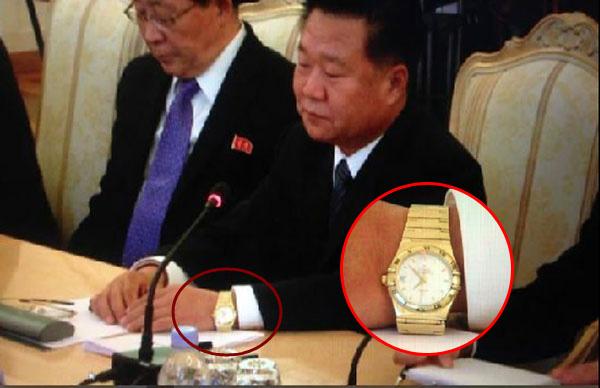 朝鮮特使崔龍海金表搶鏡 比金正恩手表更亮(圖)-搜狐福建