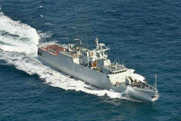 資料圖:國產新型護衛艦正在海上進行航行測試。