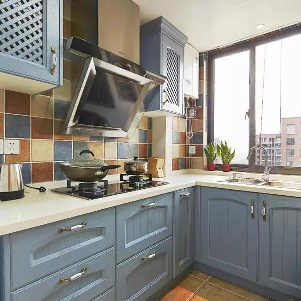 kitchen cabinets door handles wall tile ideas 不知道橱柜门把手怎么选 看看别人家是怎么装的 厨柜门把手