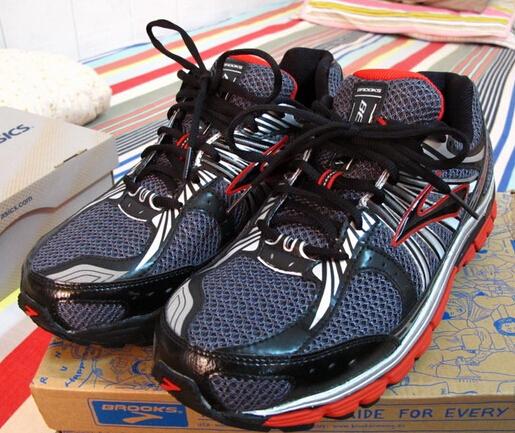 誰說扁平足不能跑步?專門為平足打造的9款跑鞋