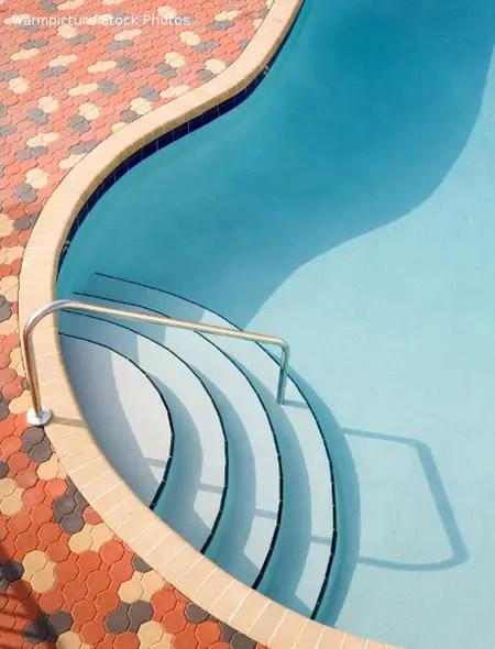 photo by Daniel Padavona: a water pool