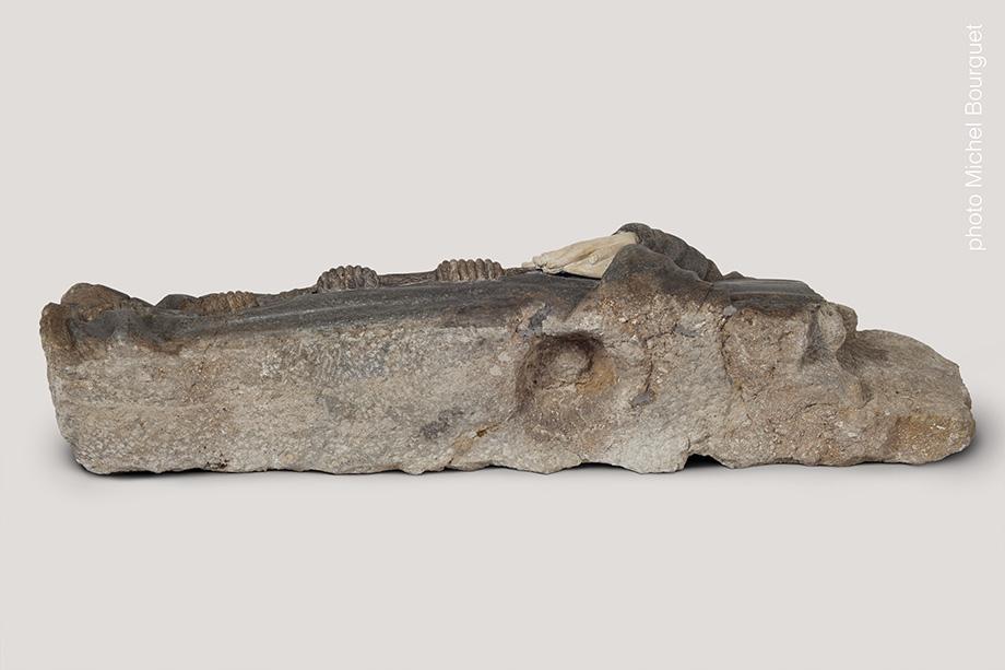 Le corps du gisant © Michel Bourguet photographe d'œuvre d'art