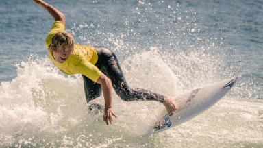 Photo of the Day: Surfer Surfing