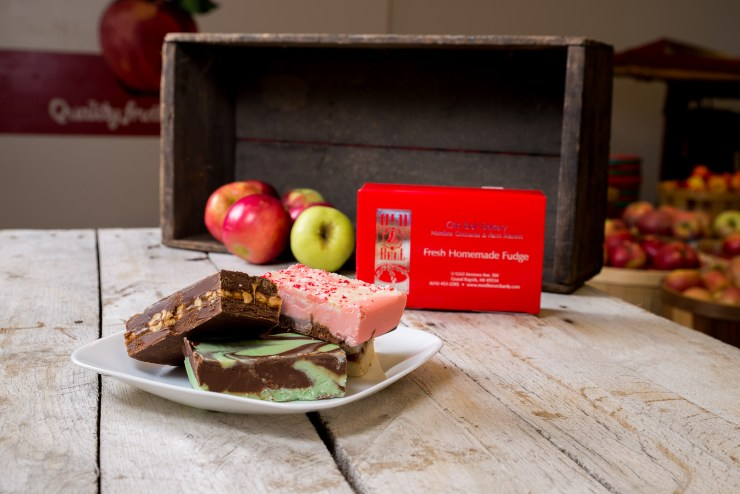 Fudge with boxes and apples
