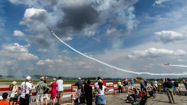 Spectators watch the Aeroshell airobatic team at Atlanta's Peachtree DeKalb airport. Photo by Kevin Ames