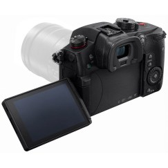 Fully articulating LCD: you can view it from the front of the camera, from the sides, from the top or underneath