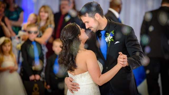 Wedding photography: Capturing the first dance