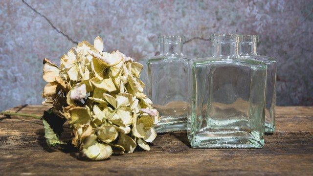 Removing reflections in still life photography