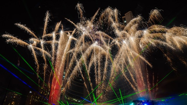 Seven tips to photograph fireworks and architecture