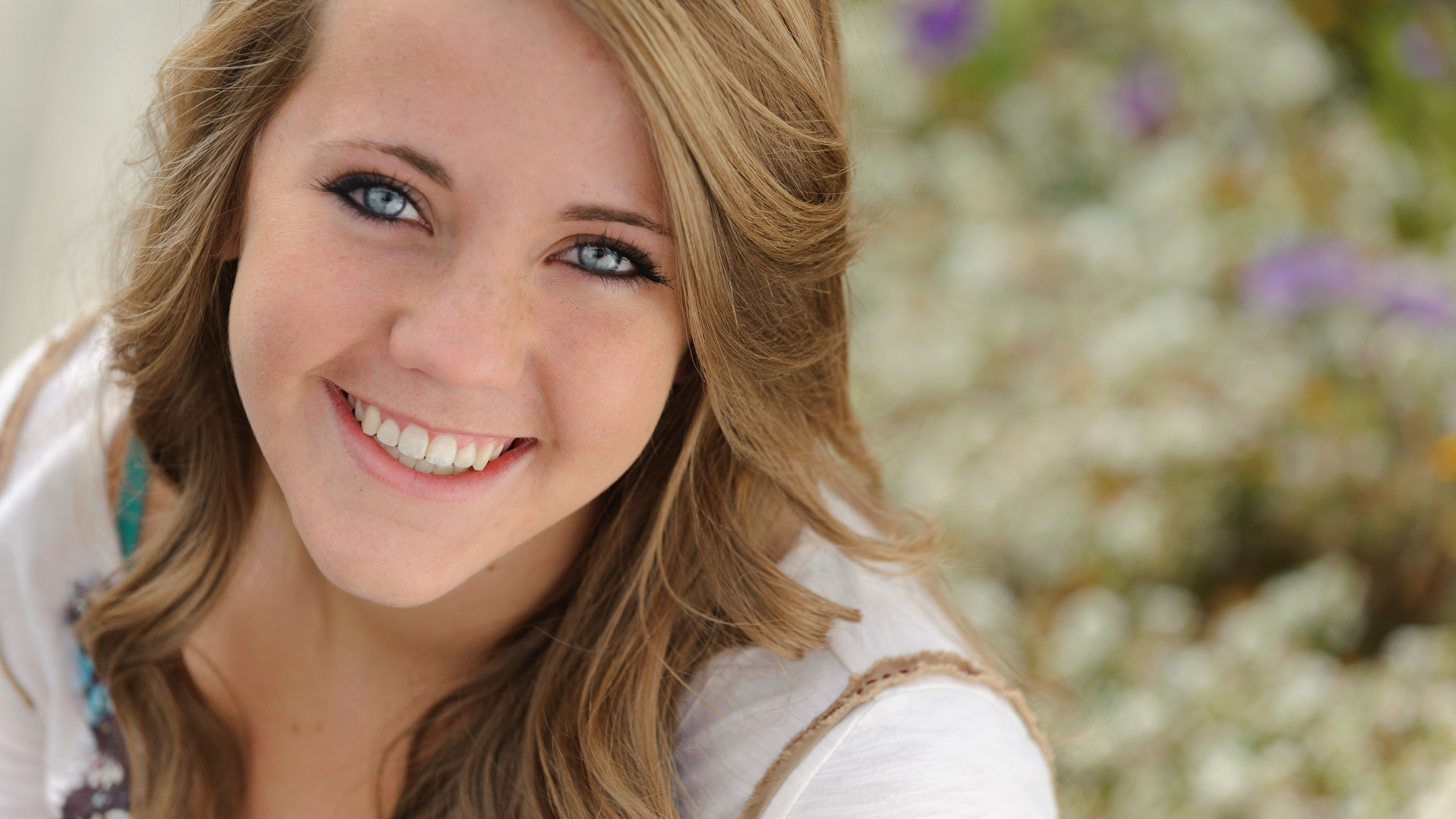 Portrait Tips: Remember the reflector for senior pictures