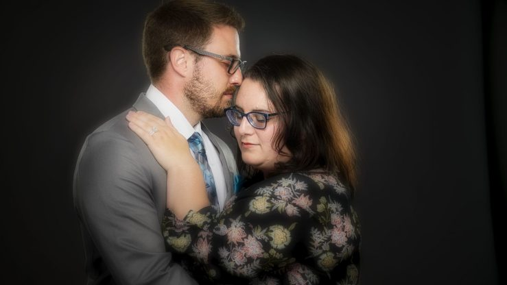 Posing couples: The forehead kiss