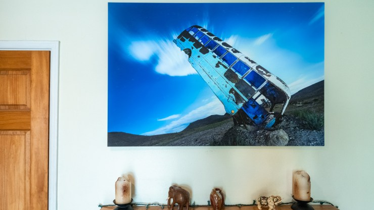 A simple solution for mounting photos for hanging