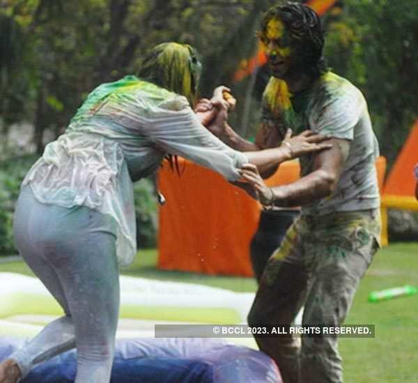 https://i0.wp.com/photogallery.indiatimes.com/holi-special/vineet-jains-holi-party-2010/vineet-jains-holi-party-10--6/Holi-fun/photo/5630438/Holi-fun.jpg
