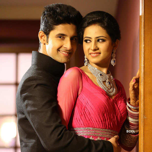 Ravi Dubey and Sargun Mehta share a romantic moment during