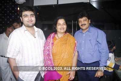 Udit Narayan and Alka Yagnik at Milinds bday bash