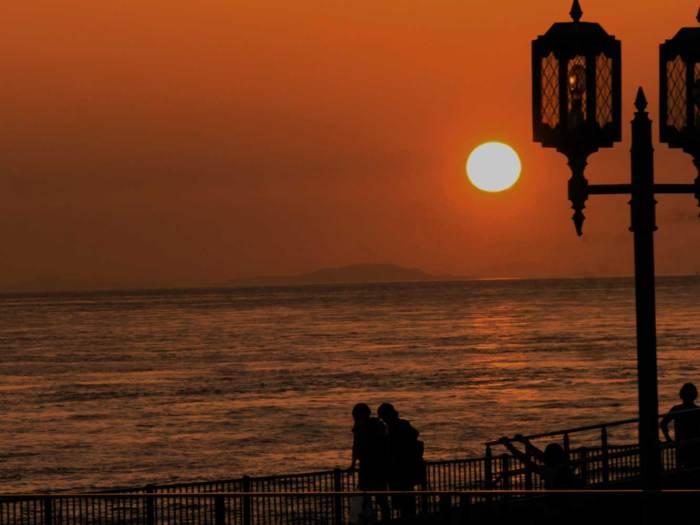 夕陽を見る恋人たち-001