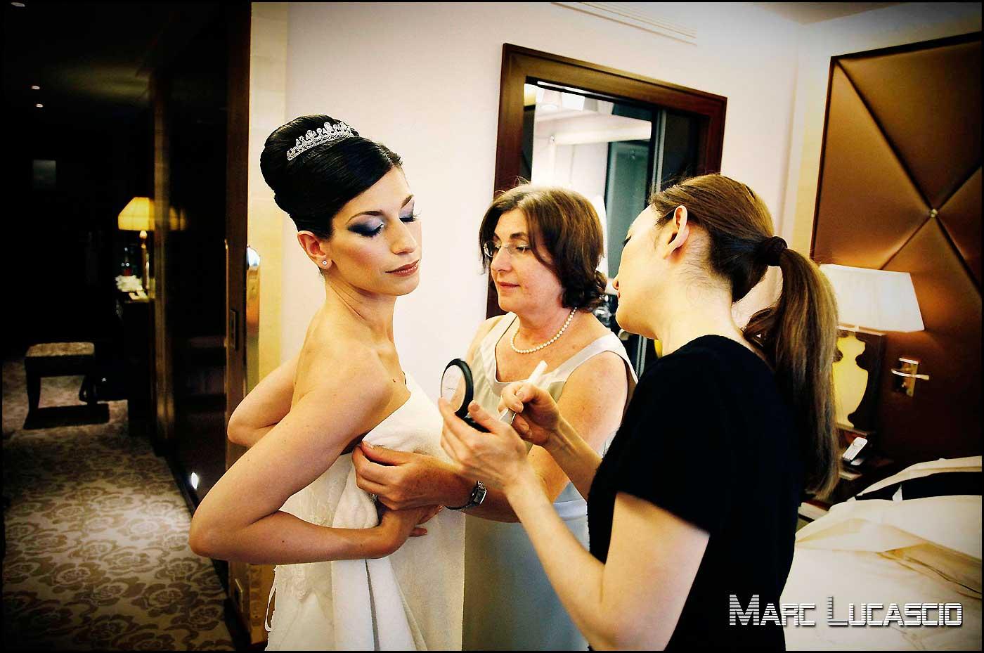 Robe de mariage et dernière retouche maquillage