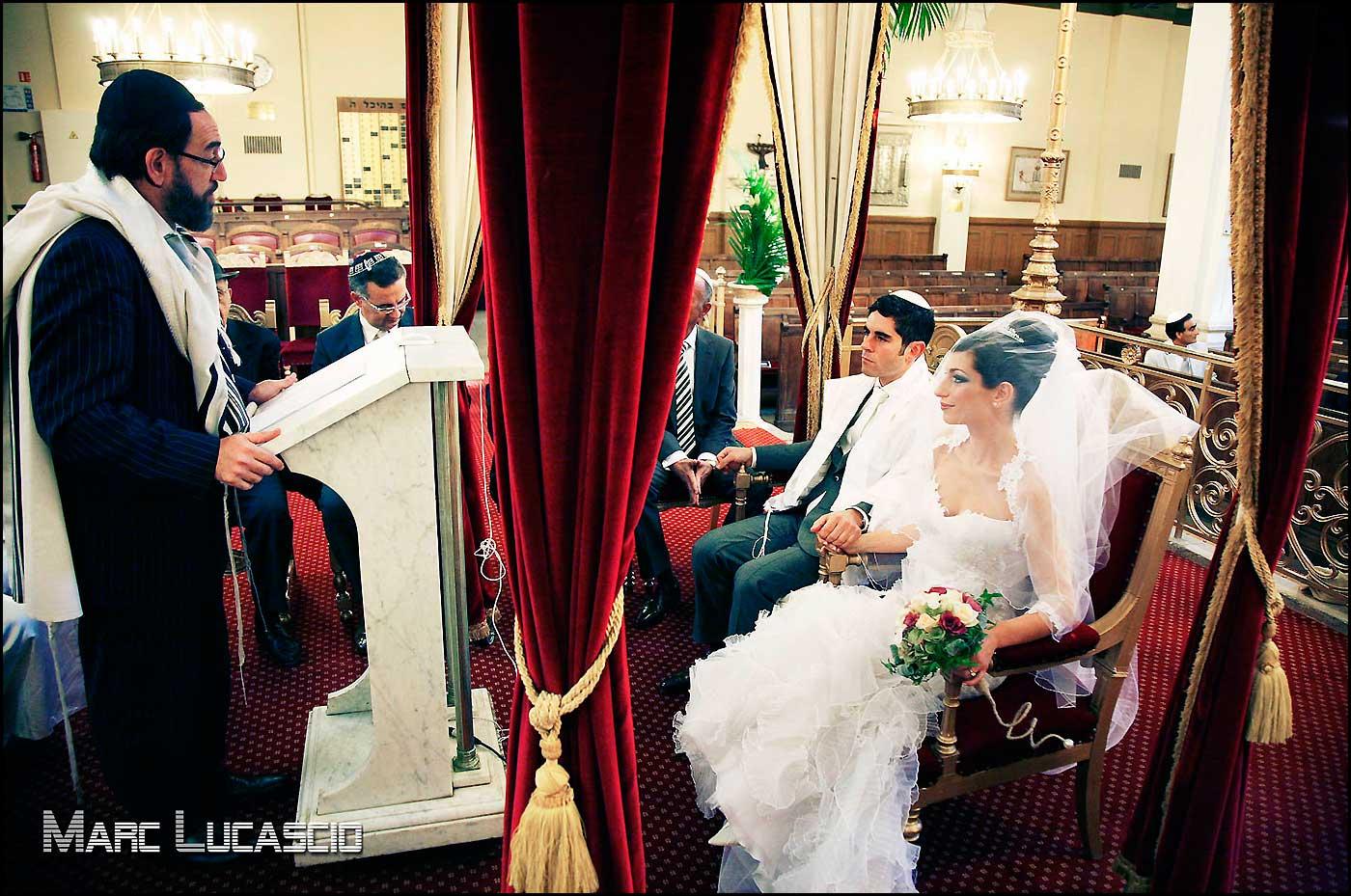 Le rabbin et les futurs mariés