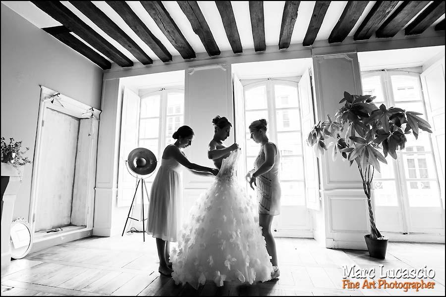 Contre jour noir et blanc mariage