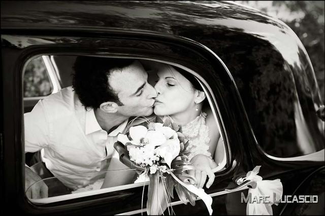 Mariés dans la traction Citroën à Avignon
