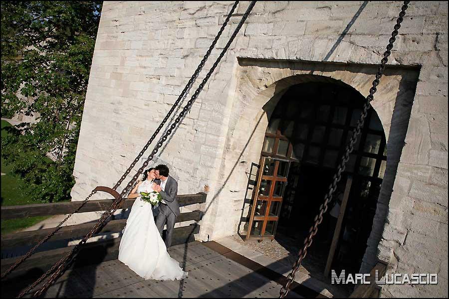 photo de couple sur le pont d'Avignon