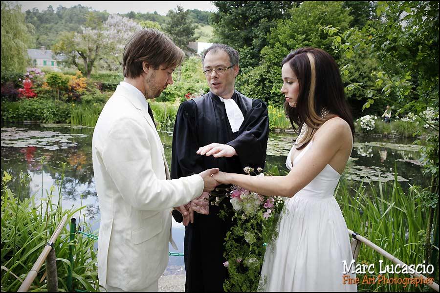 Bénediction des mariés par le pasteur