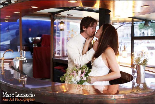 photo de couple réalisée sur la péniche à Paris