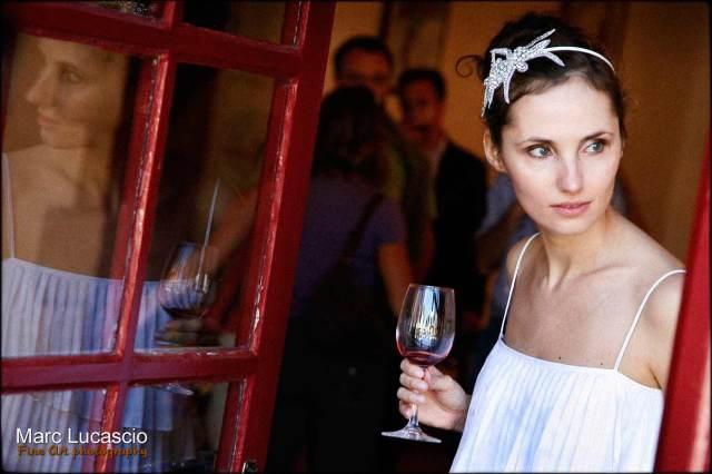 portrait de la mariée lors d'une dégustation