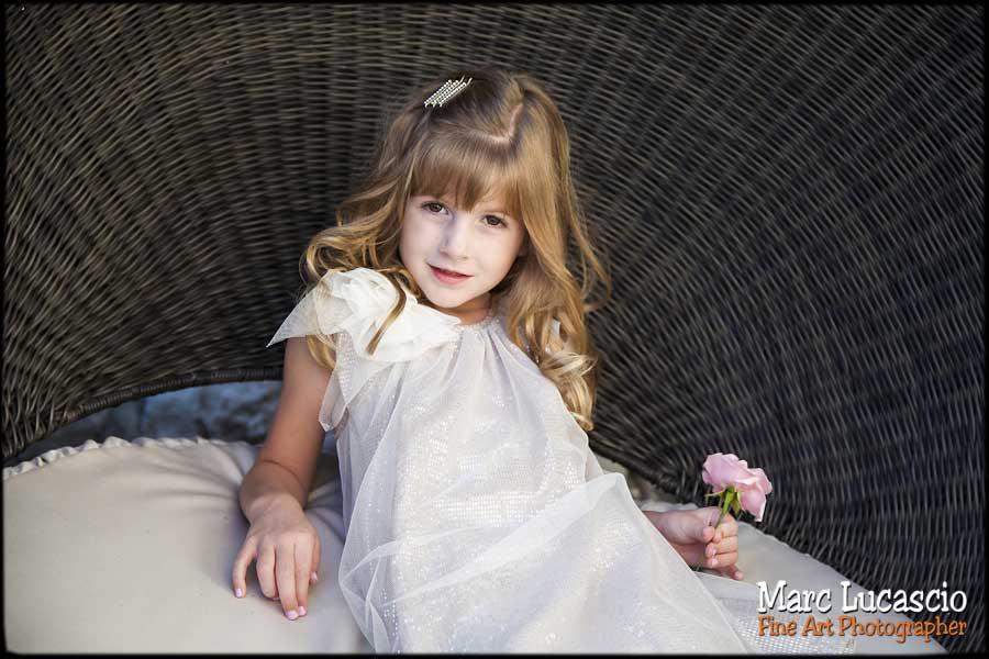 enfant à la fleur portrait romantique
