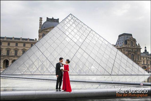 photo de couple musée du louvre